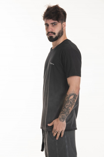 Camiseta Korova Used Degradê Preto Logo HW Peito