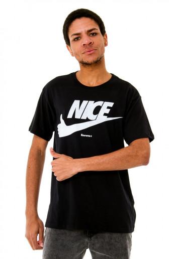 Camiseta (regular) Korova Nice Preta